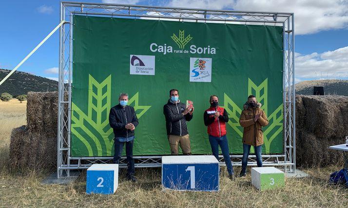 Foto 1 - La Federación regional de Triatlón entrega su insignia de oro a Almenar