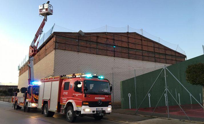 Intervención de los bomberos en el polideportivo burgense. /Dip.