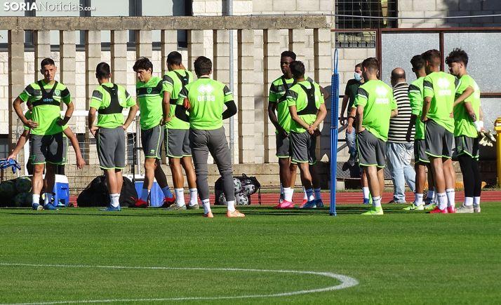 Jugadores del primer equipo en un entrenamiento. /SN