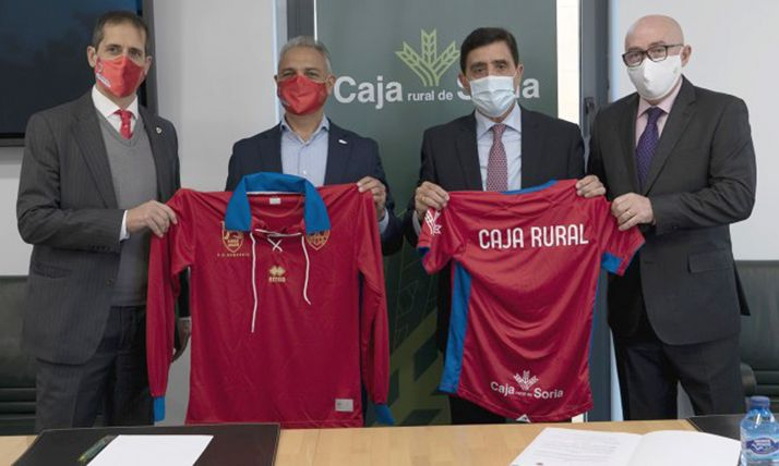 Velázquez (izda.), Israel, Martínez y Barca tras la firma del acuerdo. /CDN