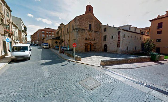Una imagen de la calle Mayor, junto a la iglesia parroquial. /GM