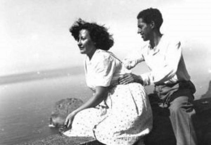 Concha de Marco y Juan-Antonio Gaya Nuño en Bermeo en el año 1943.