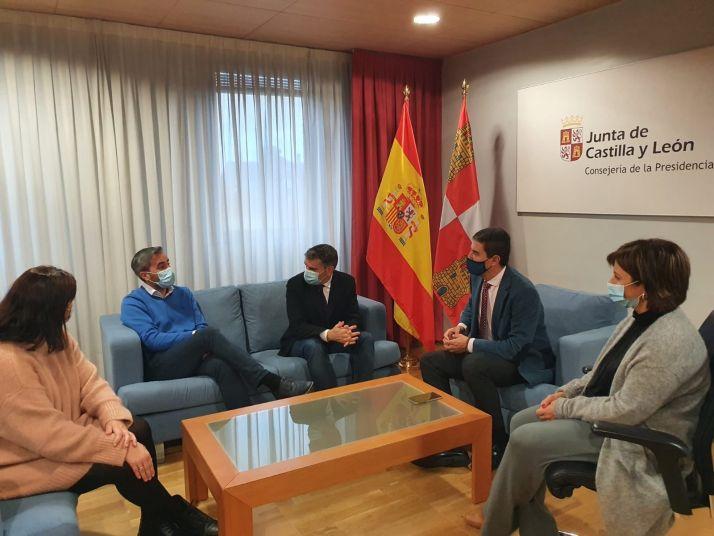 """Foto 1 - Oposiciones: CSIF pide a la Junta de Castilla y León """"una gran oferta de empleo público"""""""