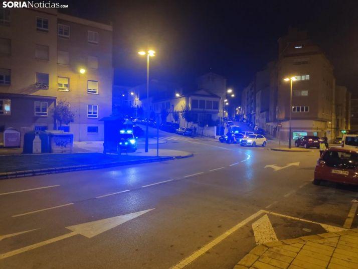 Foto 1 - Un control de tráfico en el encuentro de las calles Merineros y García Solier despierta la inquietud de los vecinos del entorno