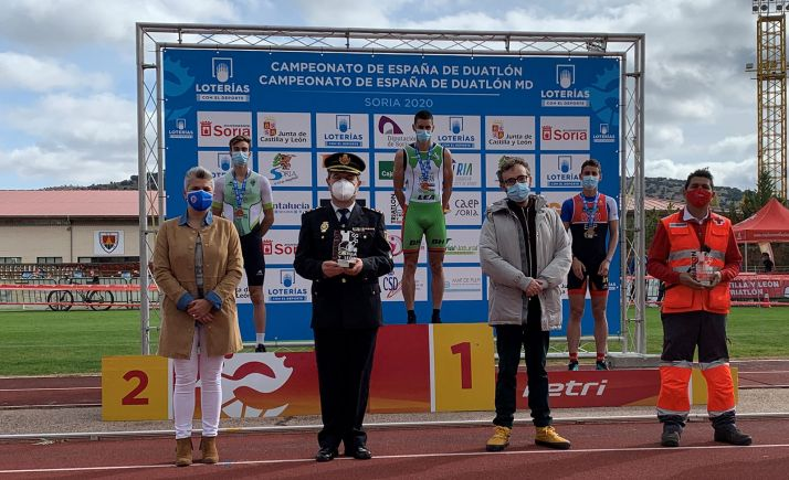 Una imagen del podio. Conchi Comas, a la iquierda, tras la entrega de medallas. /E.Leclerc