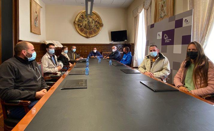Reunión de criadores en el Palacio Provincial. /Dip.