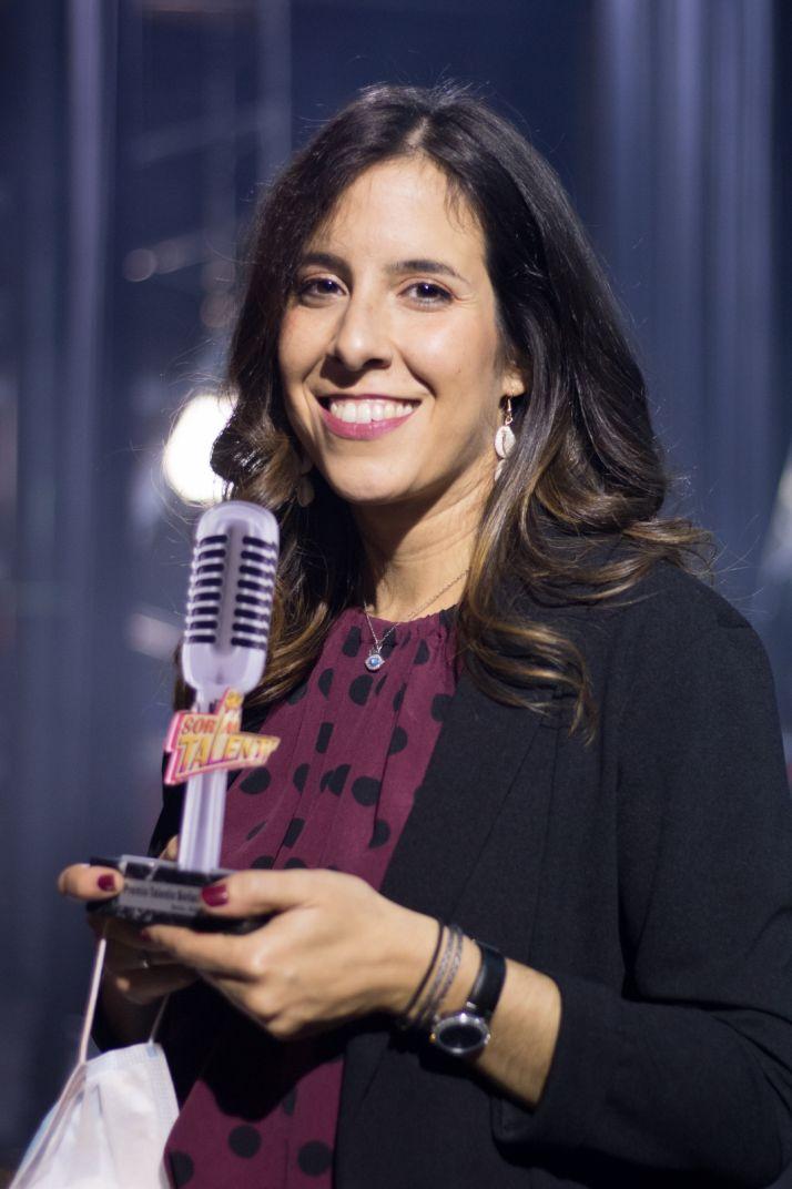 Paula Martínez, posa con el trofeo de Soria Talent.