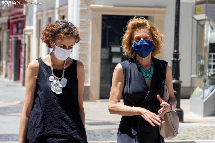 Las mascarillas de tela en peligro, el veto se generaliza en centros sanitarios