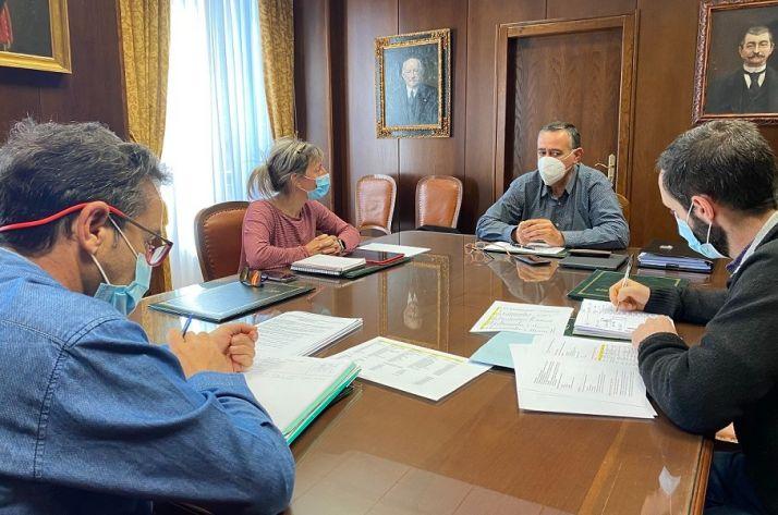 Imagen de la reunión previa a la firma del convenio.