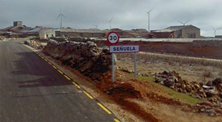 Acceso a la localidad de Señuela.