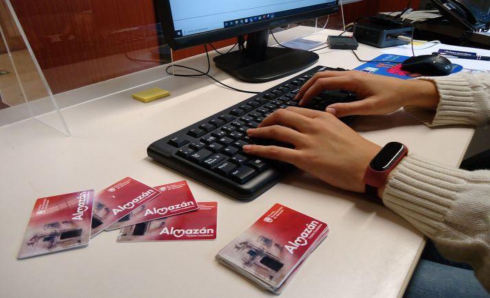 Las tarjetas, dispuestas para su distribución mañana martes. /AA