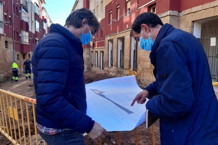Carlos Martínez visita el avance de las obras.