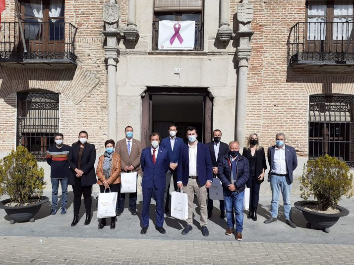 El alcalde de Berlanga, Jesús Barcones, junto con los demás miembros de la directiva.