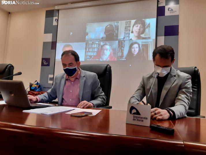 Benito Serrano, Enrique Rubio y los miembros del jurado de los Premios.