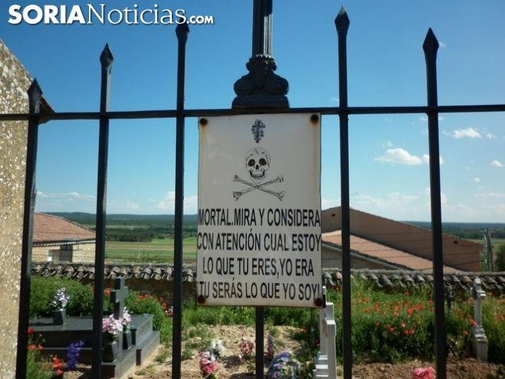 La valla de uno de los cementarios de Soria