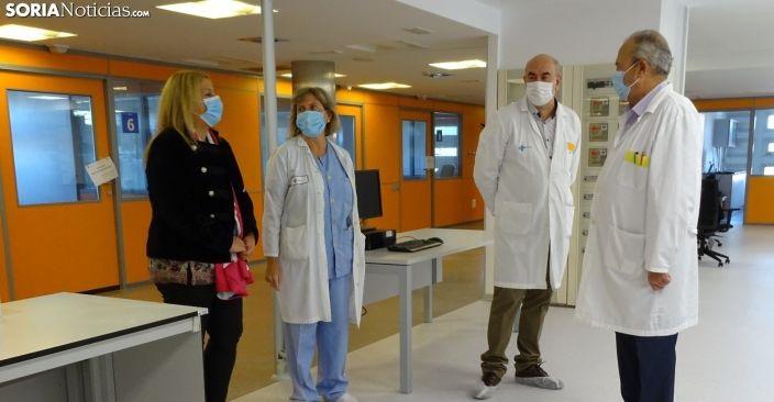 Los responsables del Hospital de Santa Bárbara y la delegada de la Junta esta mañana.