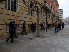Foto 4 - Una cadena humana en la capital recuerda a las mujeres víctimas de la violencia de género