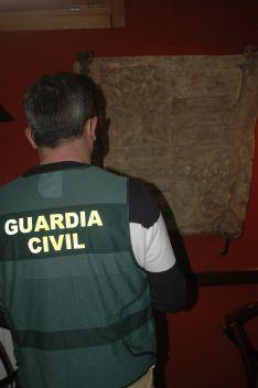 Requisan un escudo heráldico de piedra del siglo XVI en un bar de Soria