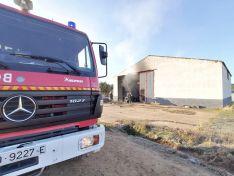Arde una nave agrícola en Navalcaballo