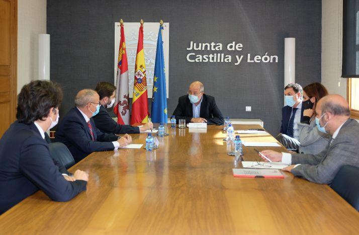 Francisco Igea preside la reunión.