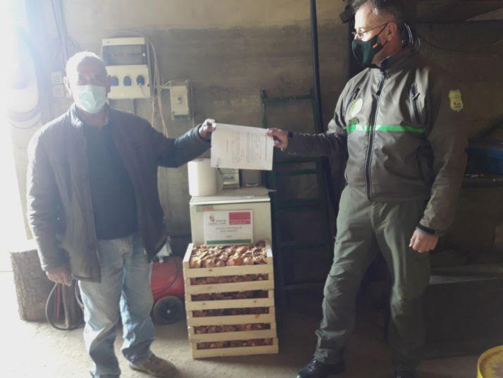Entrega al Ayuntamiento de Arancón del importe de los decomisos en su término.