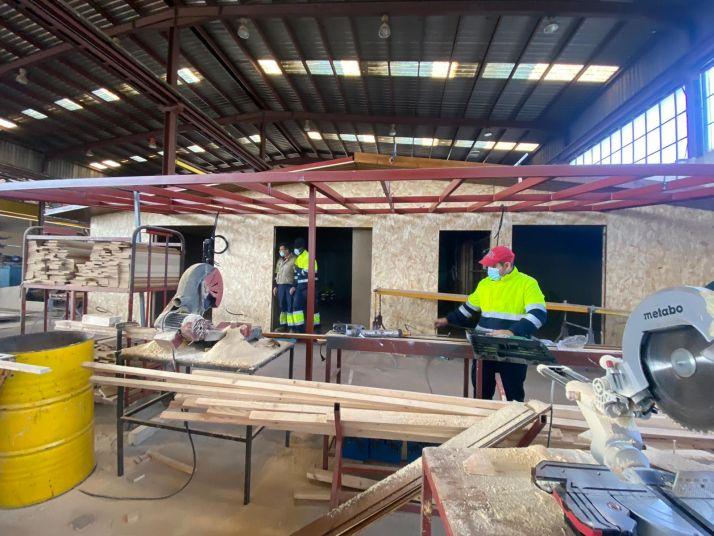 Foto 2 - FOES y Cortabitarte forman a 14 alumnos en montaje de construcciones de madera e insertan laboralmente al menos, al 50%