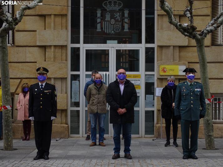 Una imagen de la concentración hoy frente a la sede del Gobierno de España en Soria. /SN