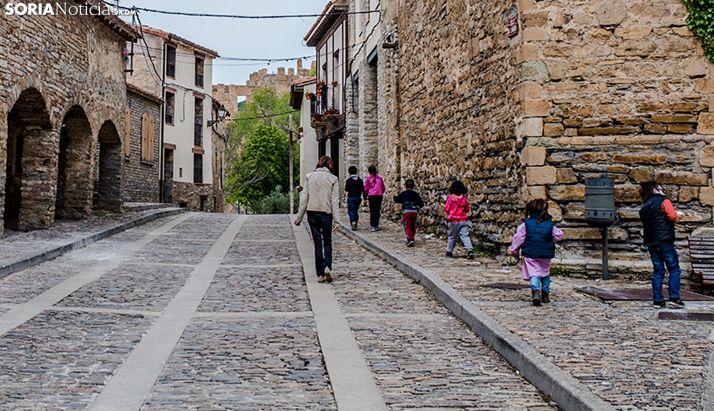 Niños en las calles de la localidad de Tierras Altas. /SN
