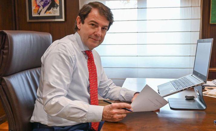 Foto 1 - Mañueco reclama al presidente del Gobierno un plan de ayuda directa a la hostelería y la ampliación de los ERTE
