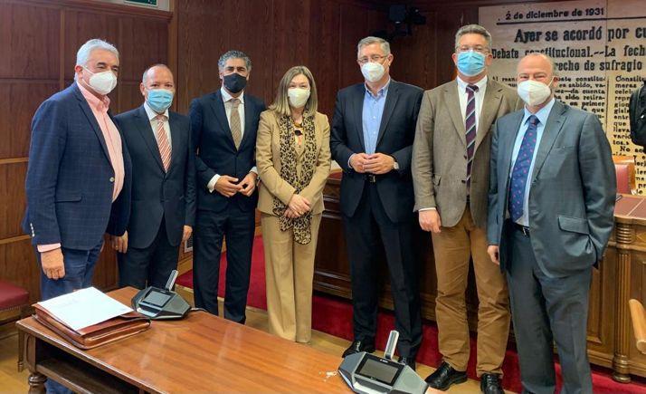 Heredia, con compañeros de partido componentes de la Comisión sobre Despoblación.