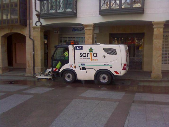 Foto 1 - El Ayuntamiento agradece el trabajo de los profesionales de limpieza y recogida