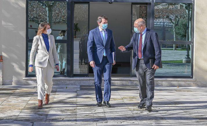Lucas, Mañueco e Igea tras la reunión con representantes de la educación concertada. /Jta.
