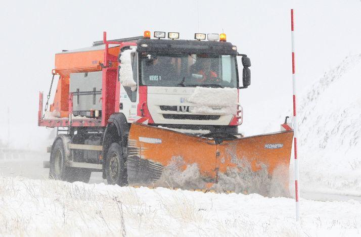 Foto 1 - 800 personas, 48 quitanieves y 10.000 toneladas de sal para Soria