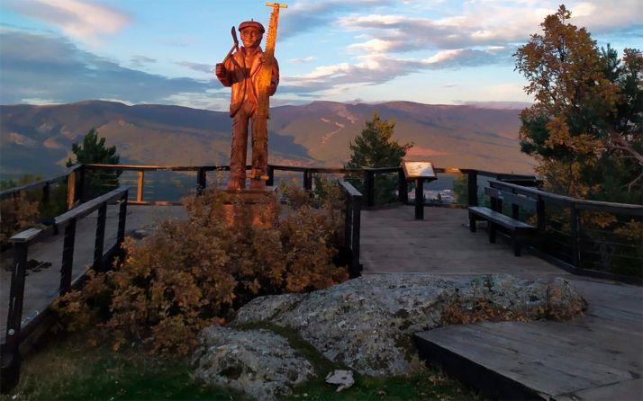El mirador de Cabeza Alta, en la localidad pinariega.