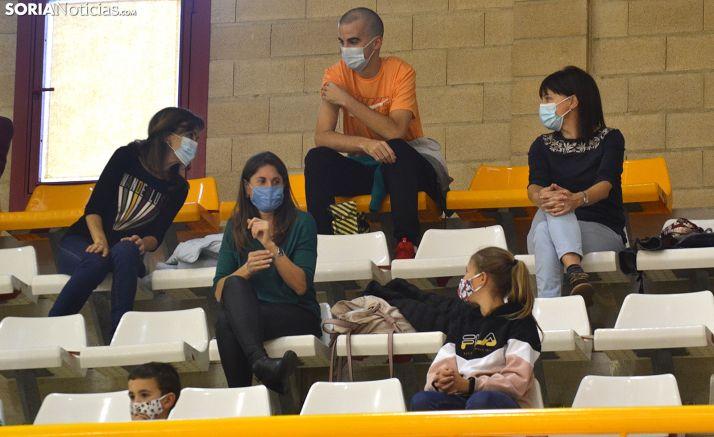 Aficionados del club de voleibol en un partido en Los Pajaritos. /SN