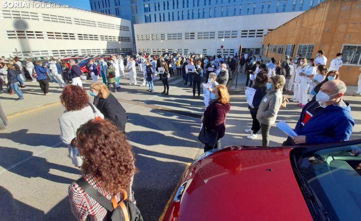 Una imagen de la concentración de este jueves frente al Santa Bárbara. /SN