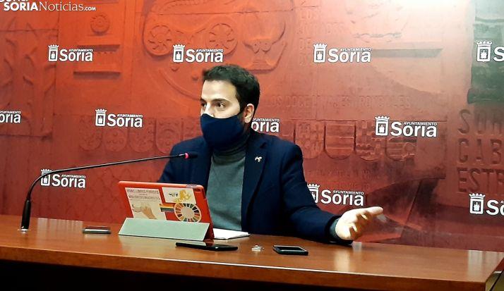 Eder García durante la rueda de prensa.