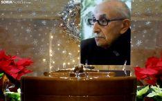El féretro y una imagen de Goyo Alonso, en el funeral hoy en la iglesia de El Salvador. /SN
