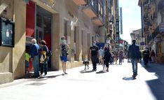 Una imagen de la calle El Collado este verano. /SN