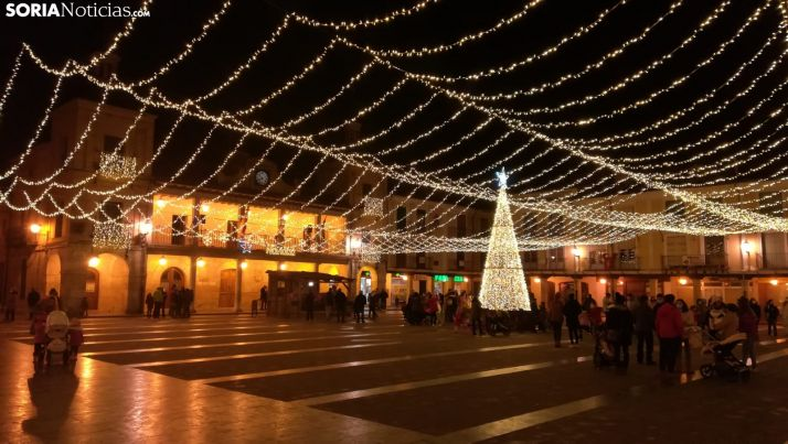 La plaza Mayor burgense, radiante esta Navidad