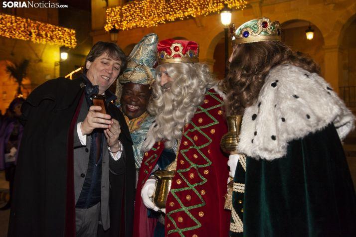 El alcalde de Soria con sus majestades en una imagen de archivo.