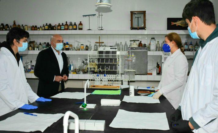 Carnero, en un laboratorio de FP agraria y agroalimentaria de la región. /Jta.