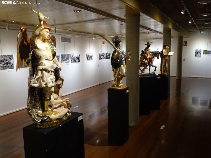 Foto 1 - La Audiencia mantiene abierta hasta el 8 de enero una exposición con las réplicas de los Santos de Cuadrilla