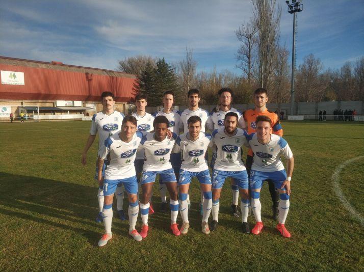 El XI del Almazán en una imágen de archivo de esta temporada de @mariocg84