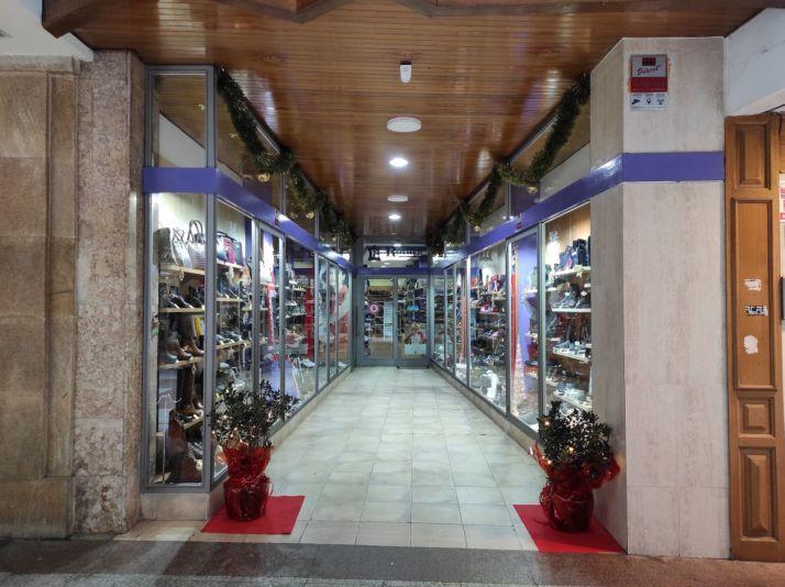 Foto 2 - Los comercios sorianos recuperan el acebo en la decoración navideña