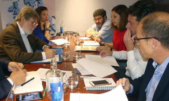 Imagen de archivo de una reunión mantenida por los representantes de las tres patronales. /FOES