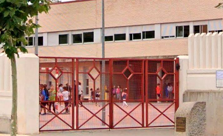 Imagen de la entrada al centro educativo. /GM