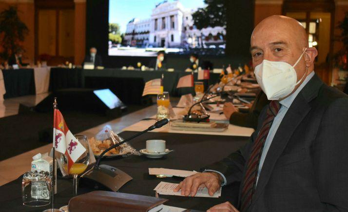 El consejero, en la reunión en el Ministerio. /Jta.