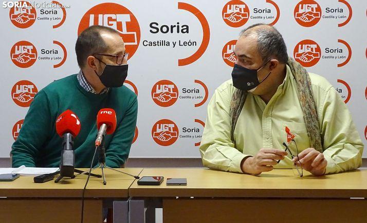 Lozano (izda.) y Pérez, instantes previos a la rueda informativa celebrada hoy. /SN