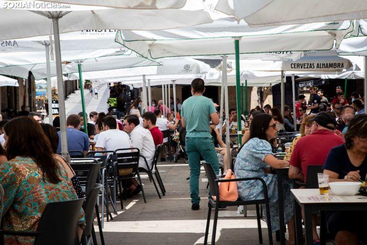 Foto 1 - La Junta reclama al Gobierno que la apertura de terrazas no penalice a los hosteleros a la hora de solicitar ayudas